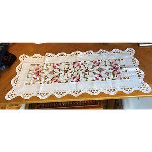 Table Runner Satiny White Floral